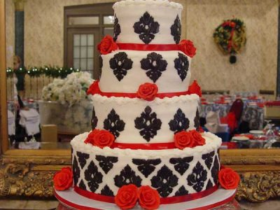 Red Roses Wedding Cake